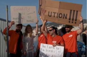 """foto: YouTube (Euronews), """"First EU migrant deportations from Greece to Turkey 'go smoothly', despite protests"""""""