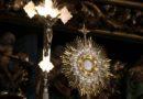 Obostrzenia pandemiczne w kościołach zniesione. Oczywiście nie w Polsce