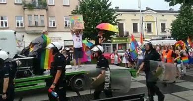 Profanacja wizerunku Matki Bożej Częstochowskiej na Jasnej Górze przez homoaktywistów pod ochroną policji (WIDEO)
