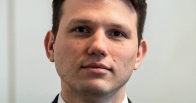 """Sławomir Mentzen sprzeciwia się stanowisku partii KORWiN. """"Jestem katolikiem, nie do takiej partii wstępowałem"""""""