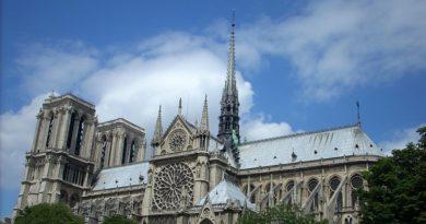 Odbudowa Notre Dame. Katedra ma wyglądać jak przed pożarem. Prezydent Macron wycofał się ze swoich pomysłów