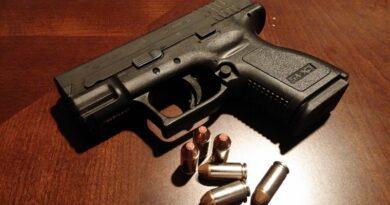 Praga zmienia prawo. Czesi będą mogli używać broni do obrony siebie i innych