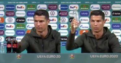 """Prosty gest Ronaldo na początku konferencji prasowej sprawił, że """"tęczowa"""" Coca-Cola straciła 4 mld USD (WIDEO)"""